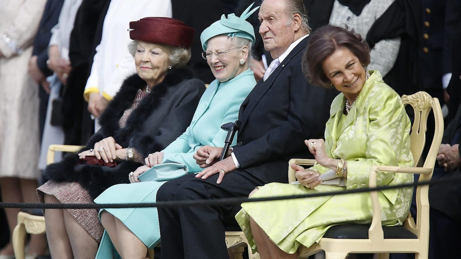 La reina emèrita dels Països Baixos, Beatriu I, la reina Margarida II de Dinamarca i els reis emèrits espanyols, Joan Carles I i Sofia de Grècia, a Suècia dissabte.