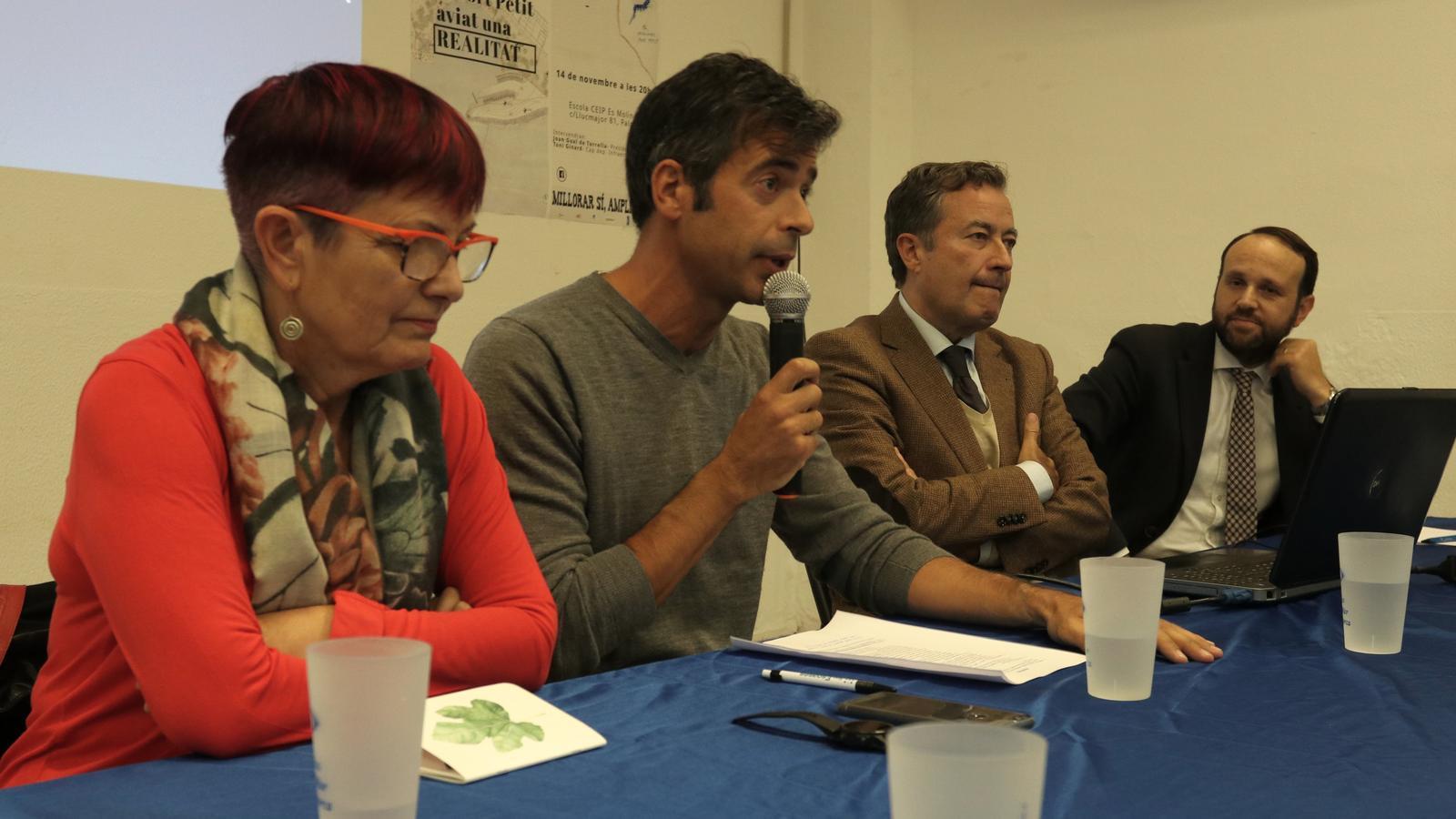 Els portaveus de l'associació Molinar Port Petit, el president de l'Autoritat Portuària, Joan Gual de Torrella i Toni Ginard, Cap d'Infraestructures de l'APB