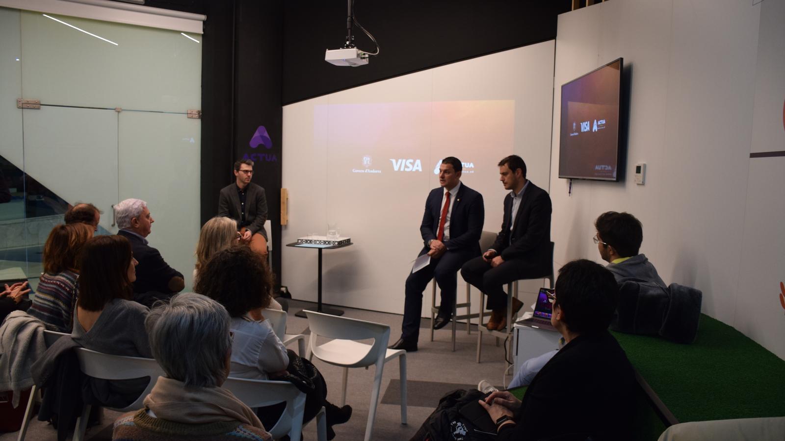 Públic assistent en l'esdeveniment informatiu sobre les dades de l'acord amb VISA. / M. R. F.