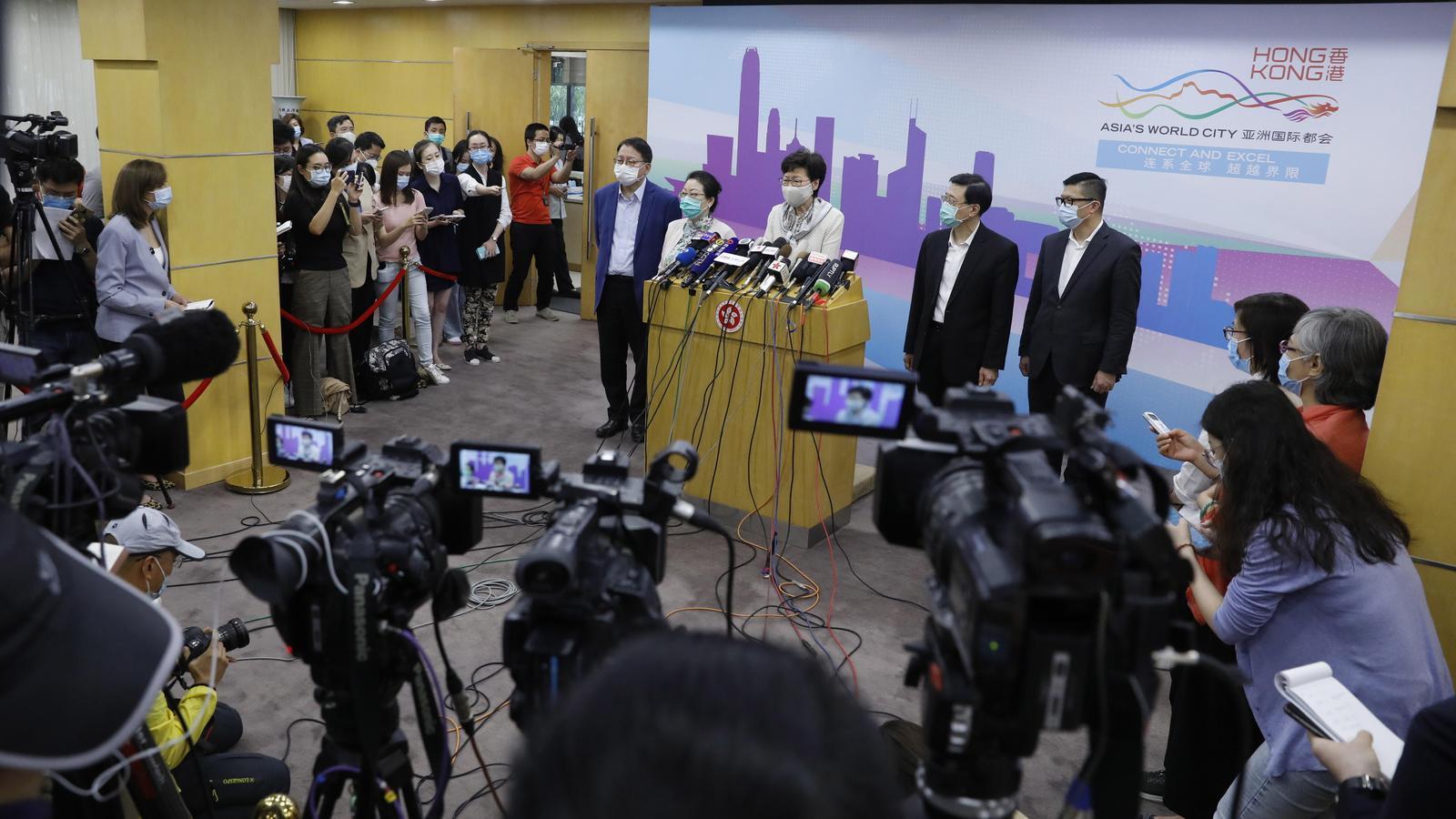 La líder de Hong Kong, Carrie Lam, durant la conferència de premsa que ha fet aquest dimecres, al seu retorn de Pequín
