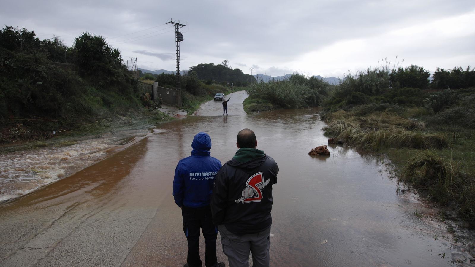 Les pluges de més de 300 litres per metre quadrat al País Valencià provoquen la suspensió de les classes a Gandia