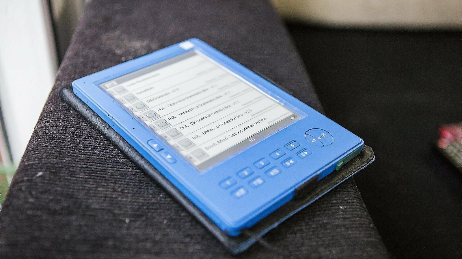Un llibre electrònic a punt per obrir  un e-book.
