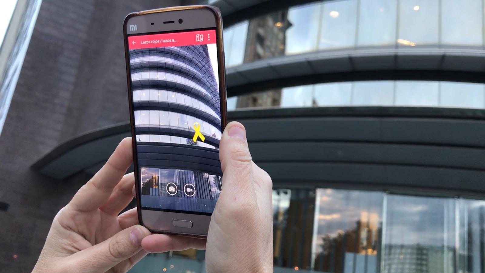 Una nova aplicació permet posar llaços grocs en realitat augmentada des del mòbil