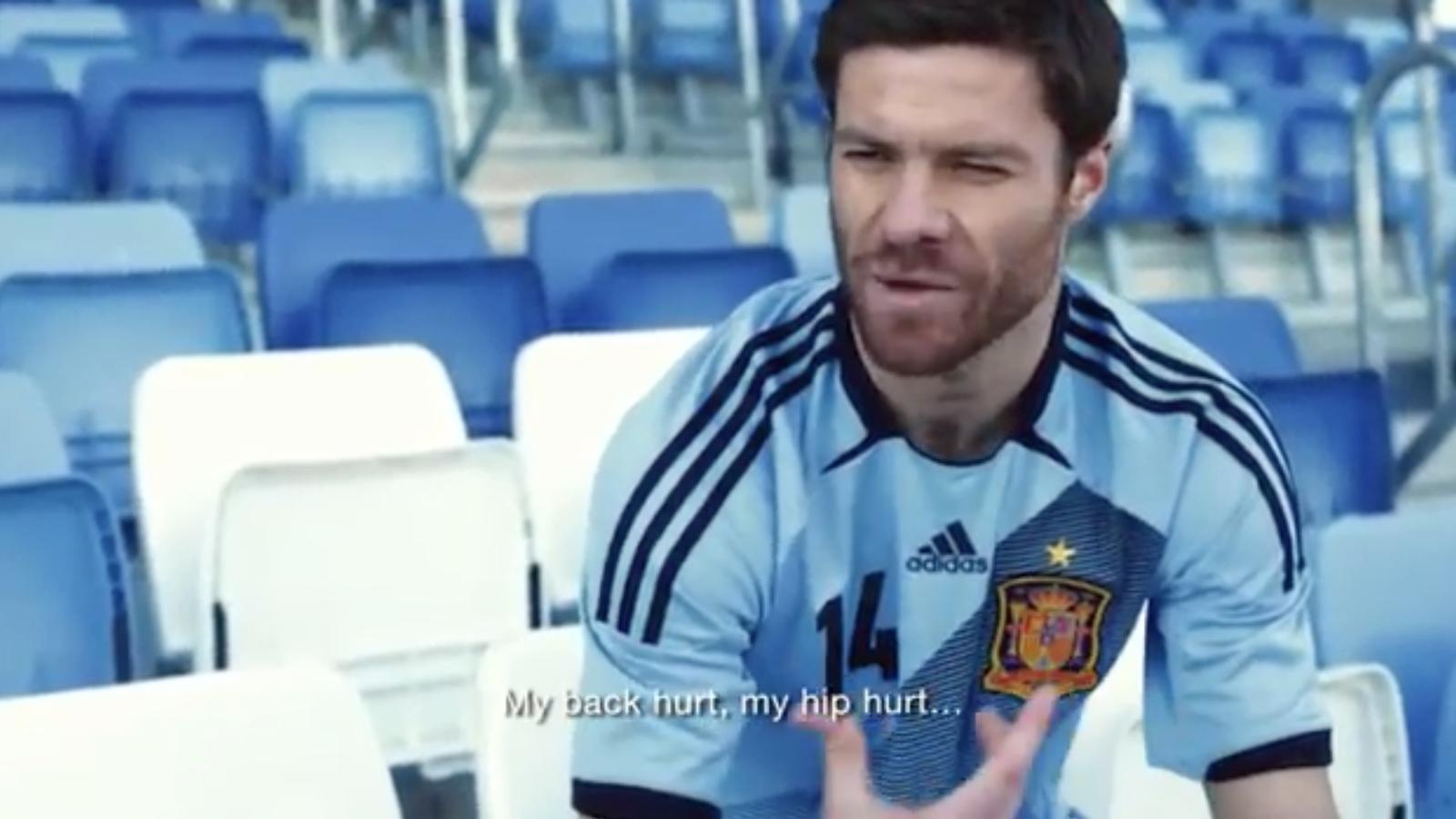 Espanya canvia el color de la samarreta i passa del vermell al blau cel