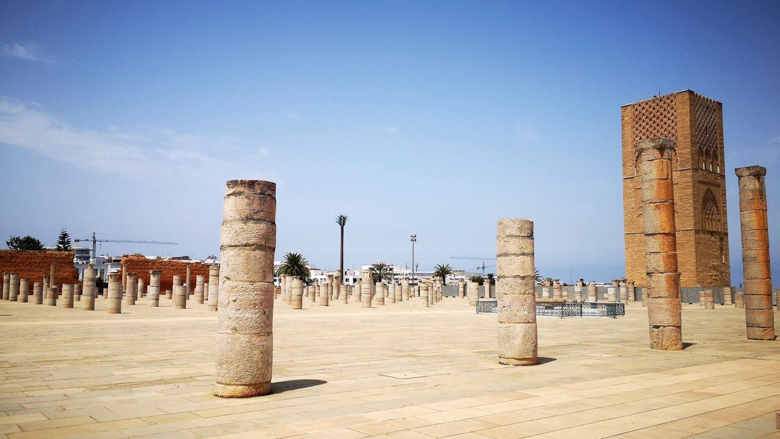 La històrica torre Hassan de Rabat buida de turistes aquest agost.