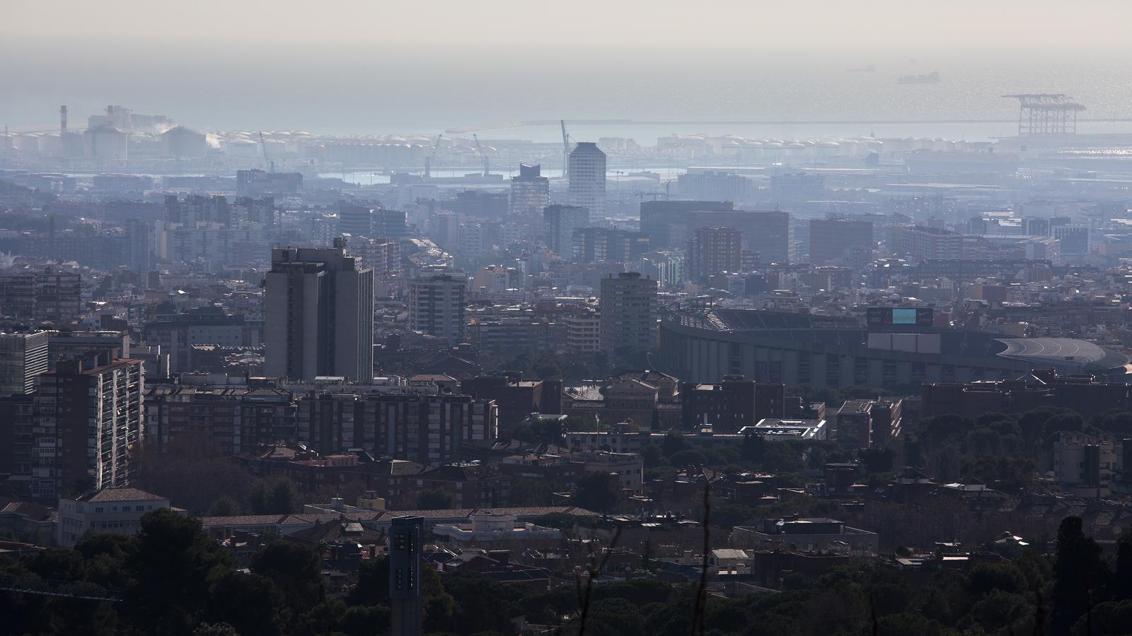 Barcelona crearà una zona de baixes emissions dins les rondes de Dalt i Litoral