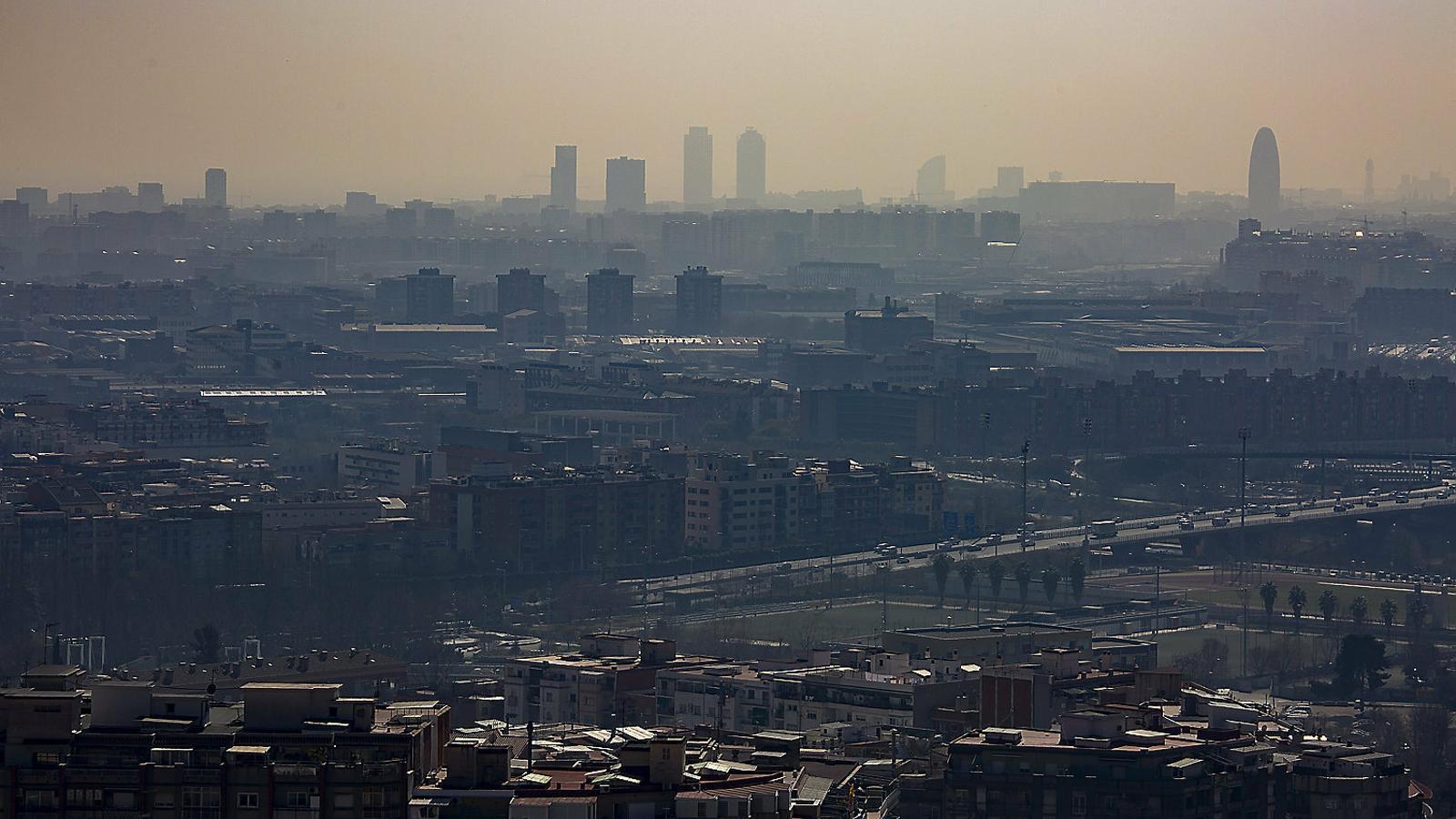Barcelona es resisteix al peatge per reduir la contaminació