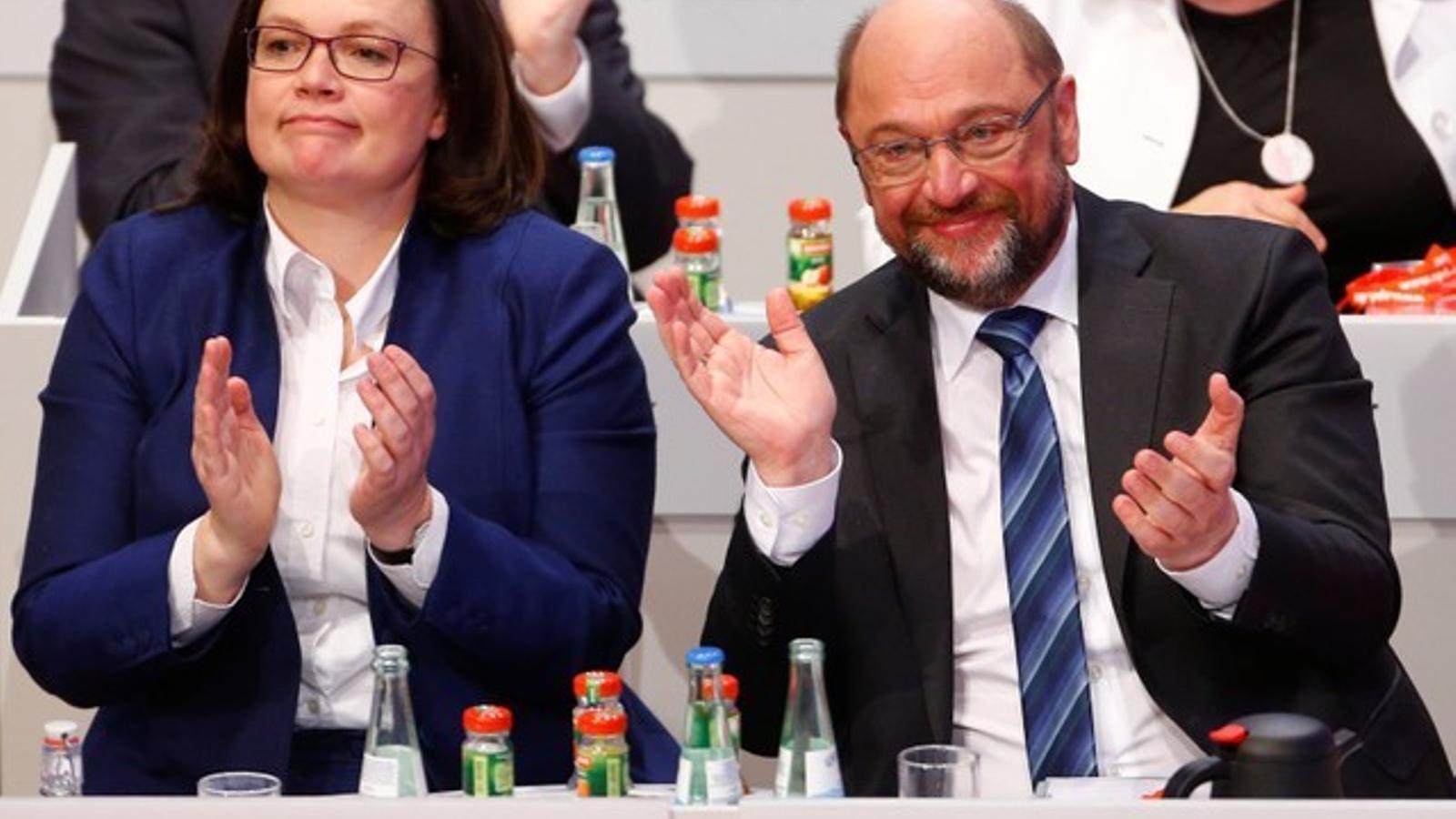 Els socialdemòcrates alemanys donen llum verda a la gran coalició amb Merkel