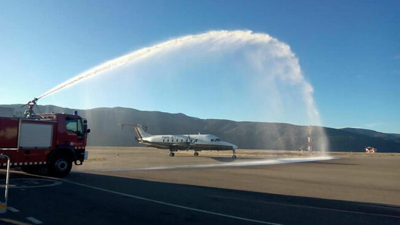Un avió a l'aeroport d'Andorra - La Seu. / Regina.