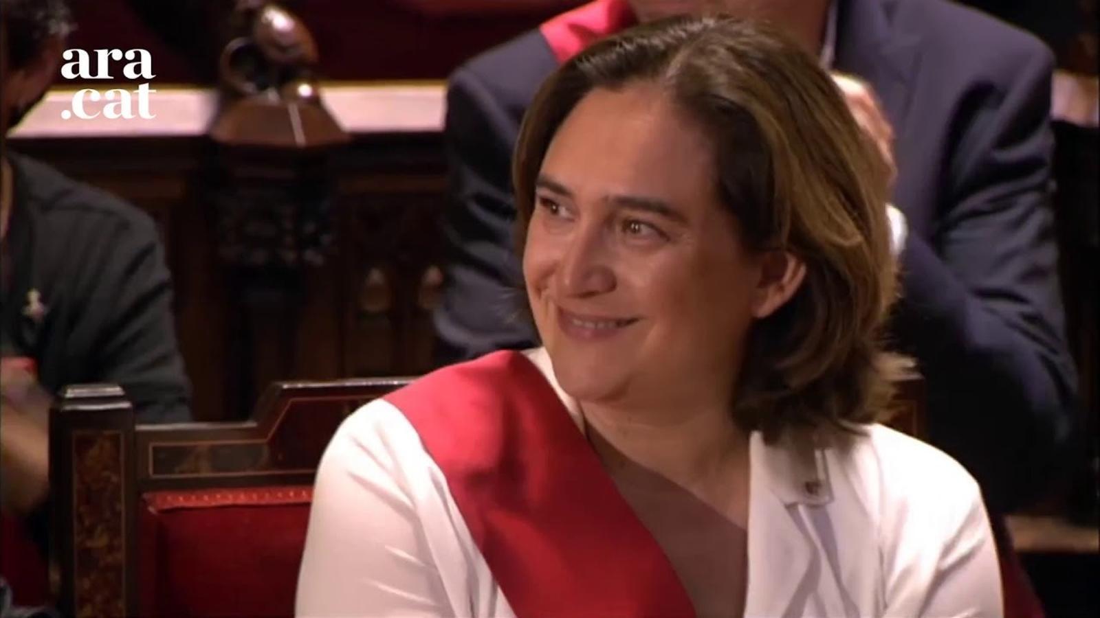 """Colau torna a ser escollida alcaldessa. Promet el càrrec per la seva """"consciència i honor"""""""