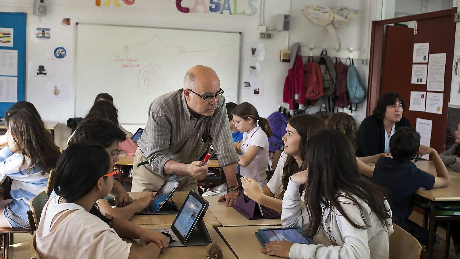 Per una escola digital El grau de competència digital del professorat  Falta d'ordinadors