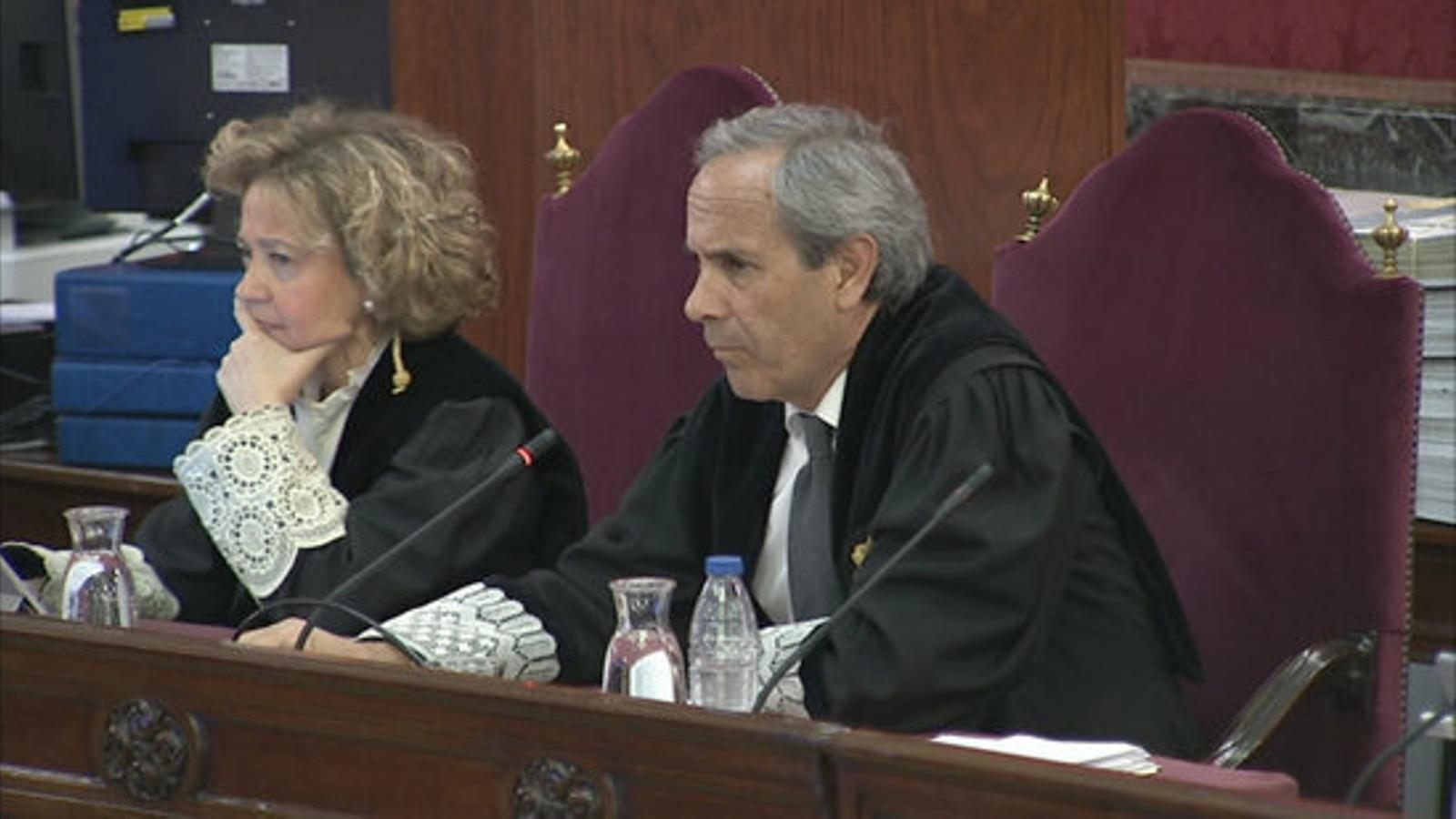 Els fiscals del Tribunal Suprem Consuelo Madrigal i Jaime Moreno, durant el judici contra el Procés
