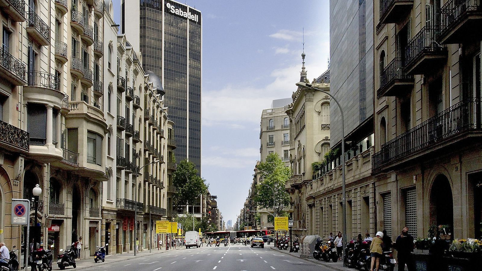 Seu operativa del Banc Sabadell a Barcelona, a la cantonada de Balmes amb Diagonal.