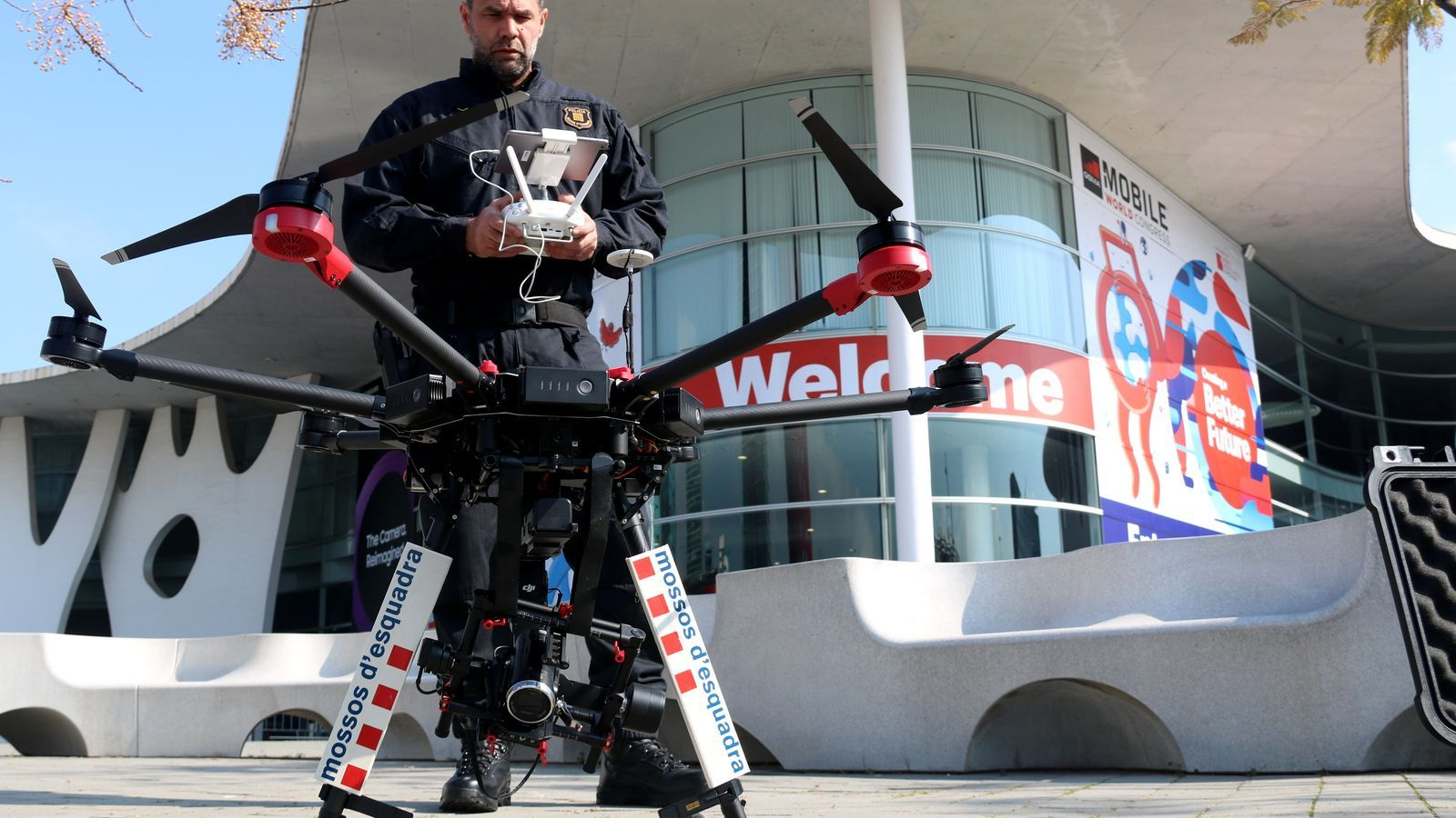 Els Mossos utilitzen per primera vegada drons en un dispositiu de seguretat, i els posen a prova al Mobile