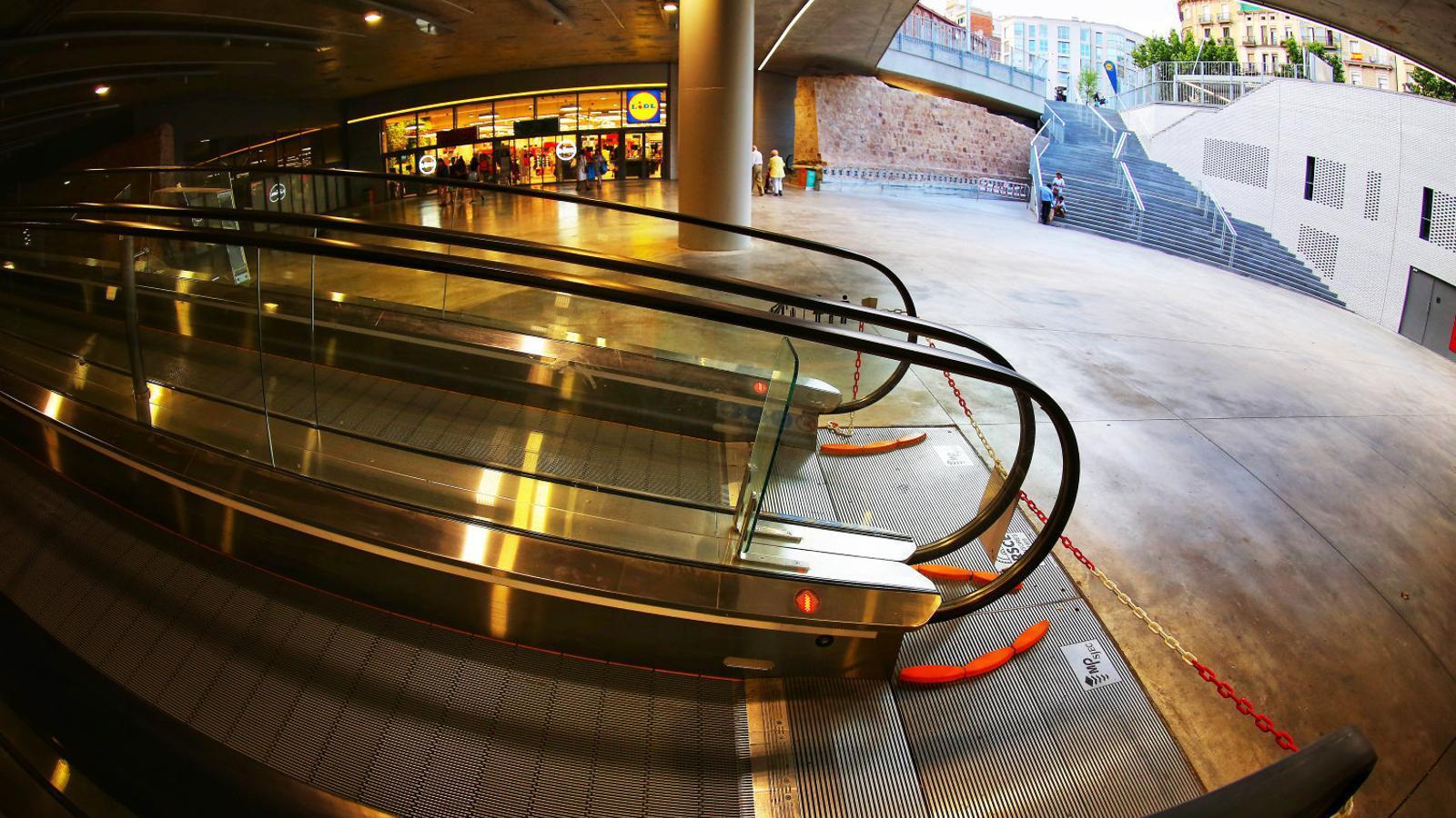 El nou Mercat de Sant Antoni s'oblida de la mobilitat reduïda