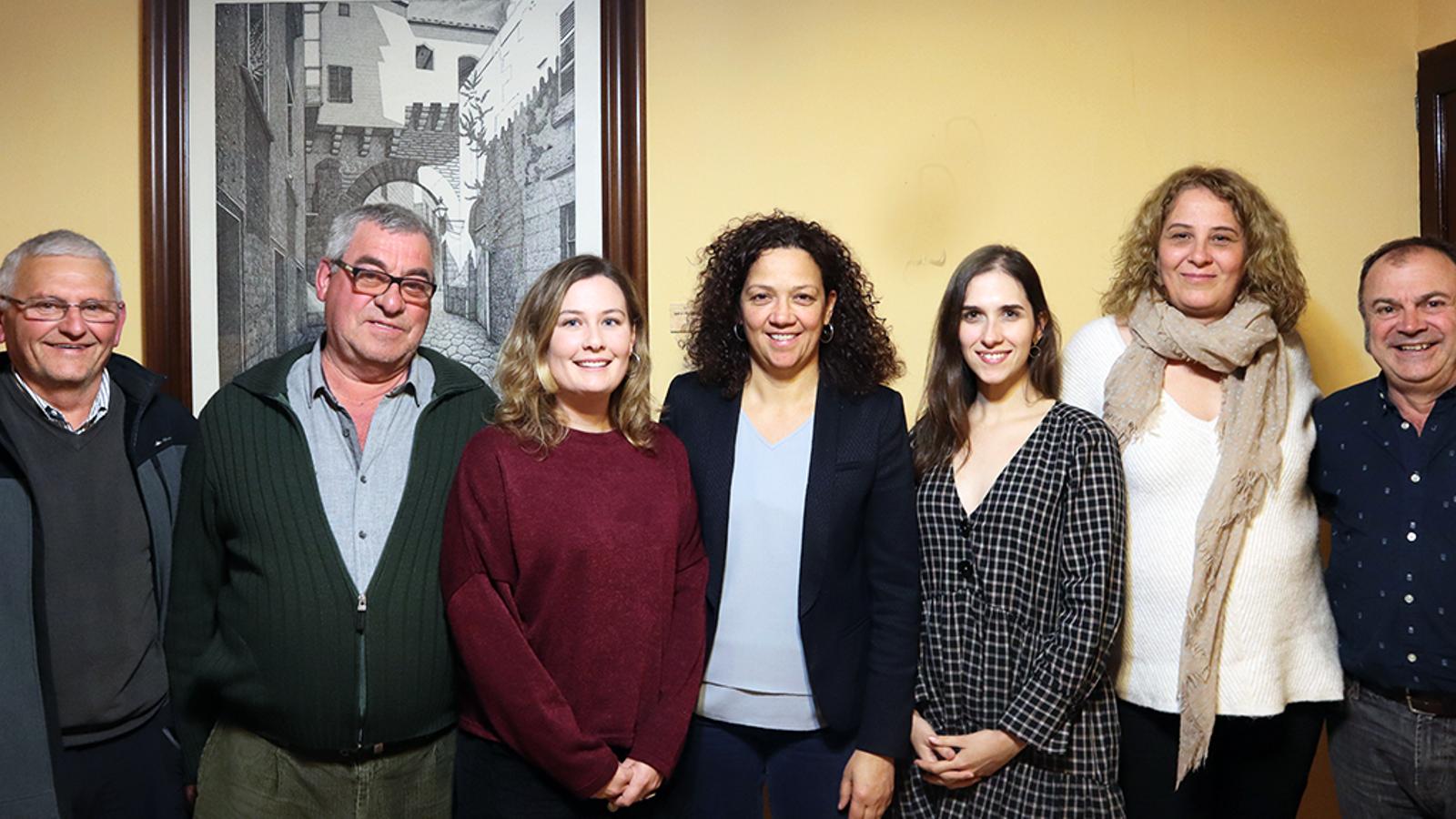 Bestard (primera per l'esquerra) serà la cara socialista a Campanet, a les eleccions del maig.
