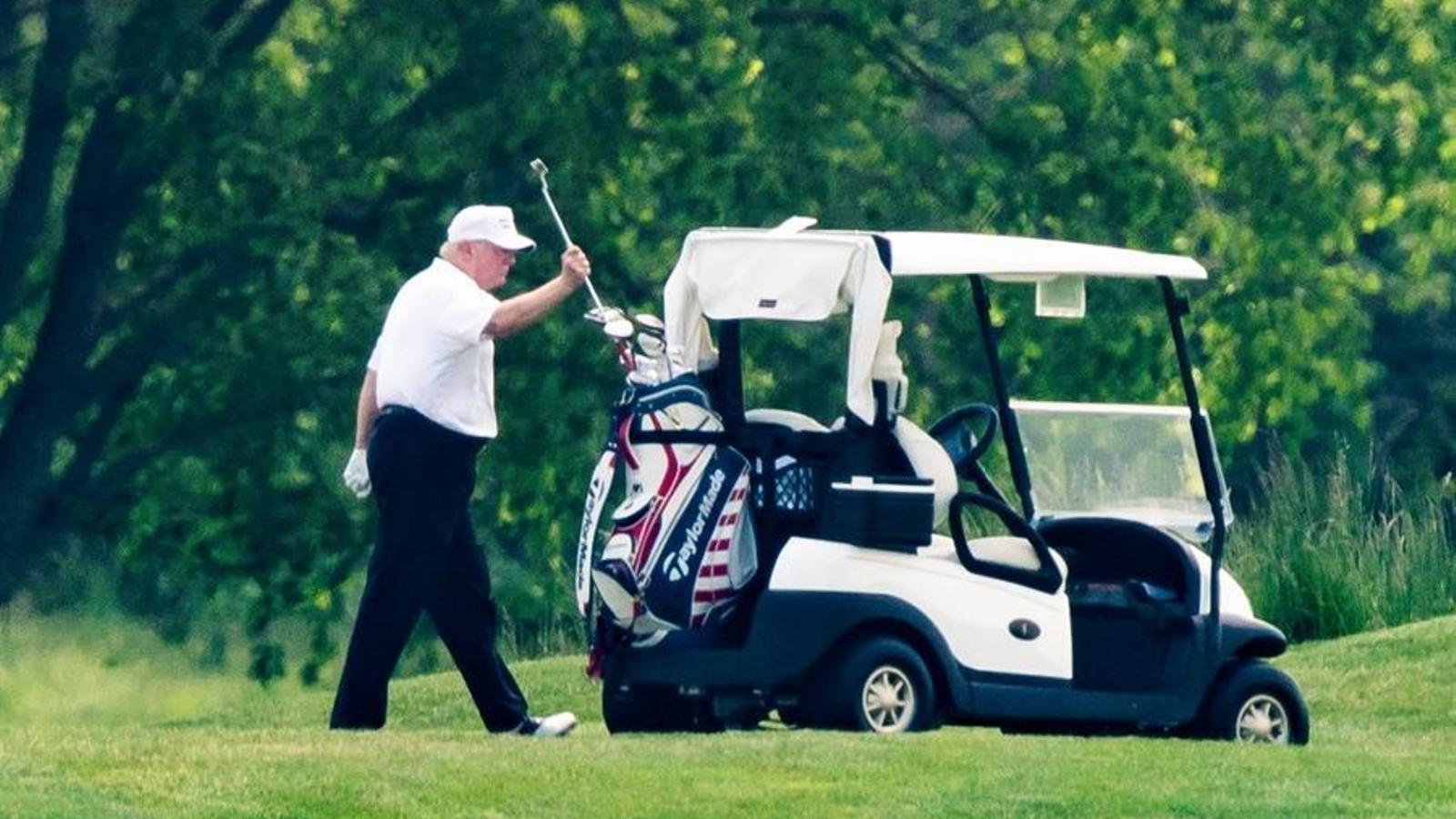 Trump ha tornat a jugar a golf aquest cap de setamana, quan els EUA s'apropen als 100.000 morts declarats per covid-19.