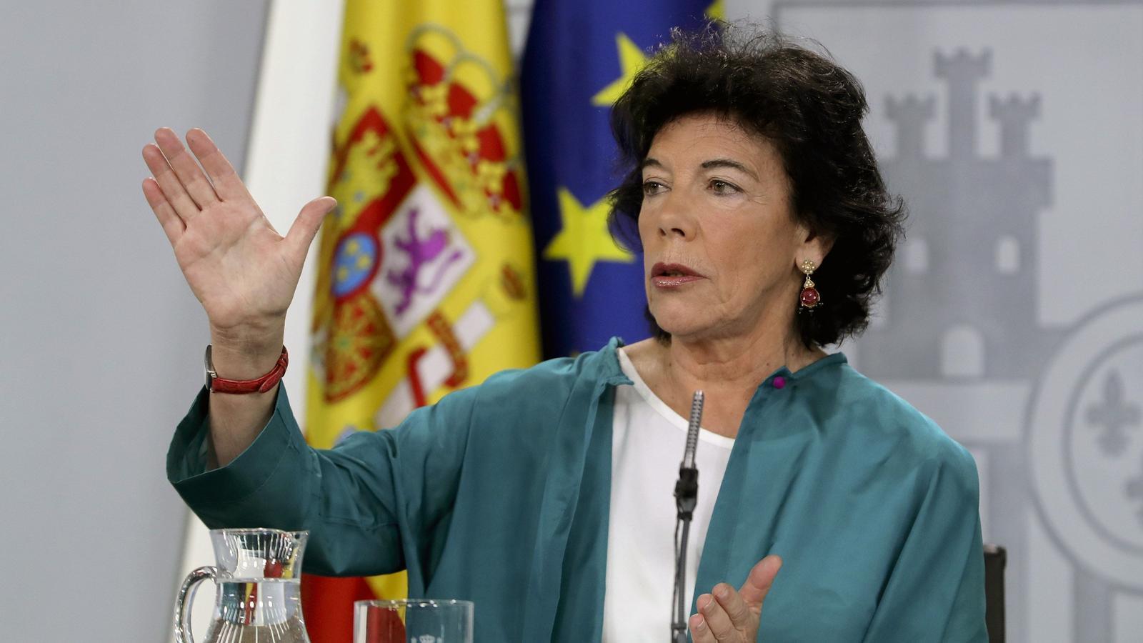 La ministra d'Educació i portaveu del govern espanyol, Isabel Celaá, durant la roda de premsa posterior al consell de ministres d'aquest divendres