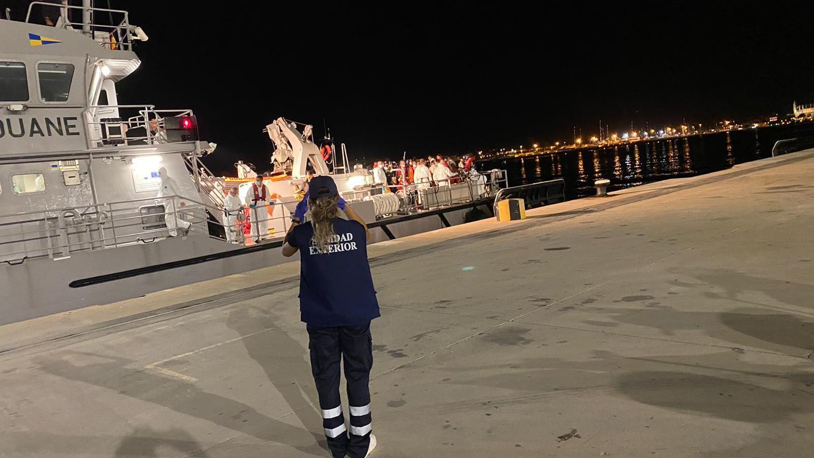 Arribada dels migrants al port de Palma.