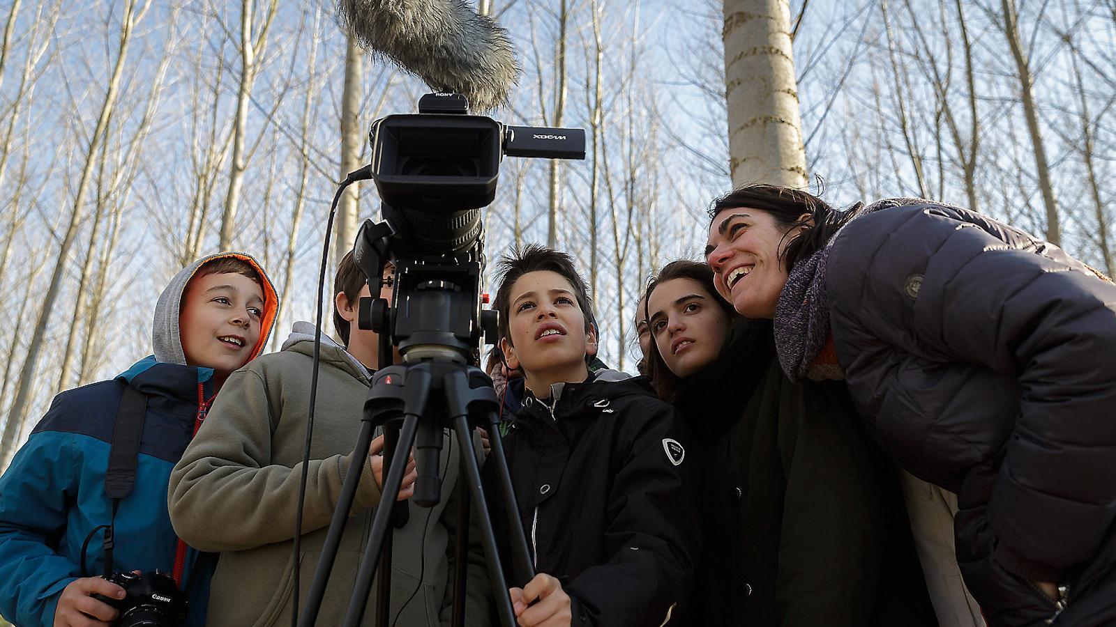 Silenci... càmera... aprenem! Reportatge sobre 'Cinema en curs'