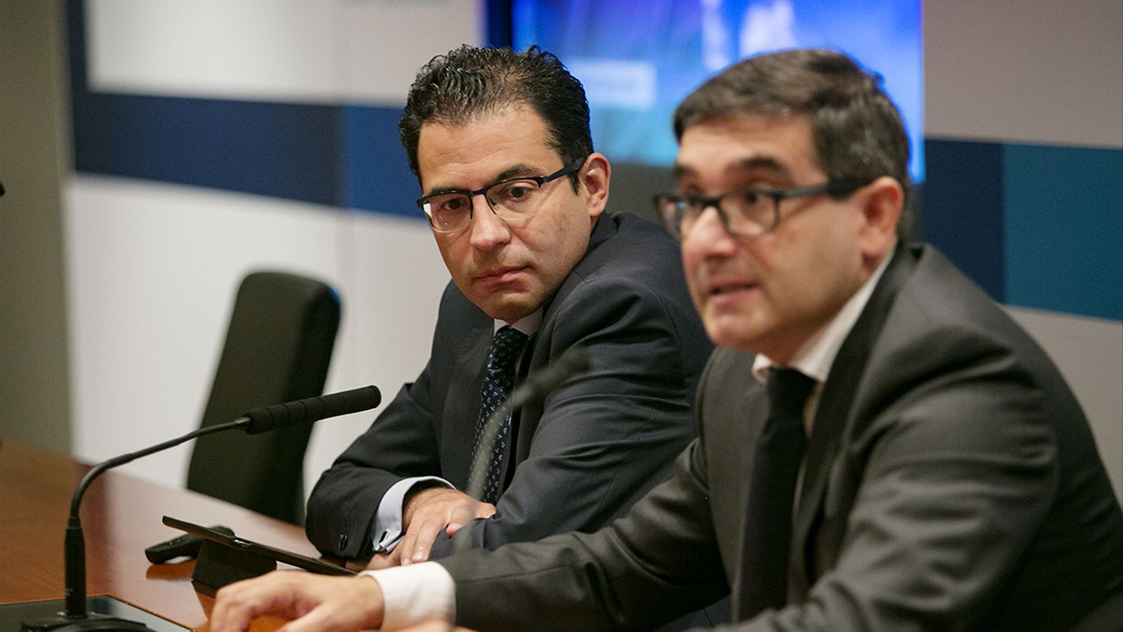 Miguel Cardoso, economista en cap per a Espanya de BBVA, i Xavier Linares, director del banc a Catalunya.