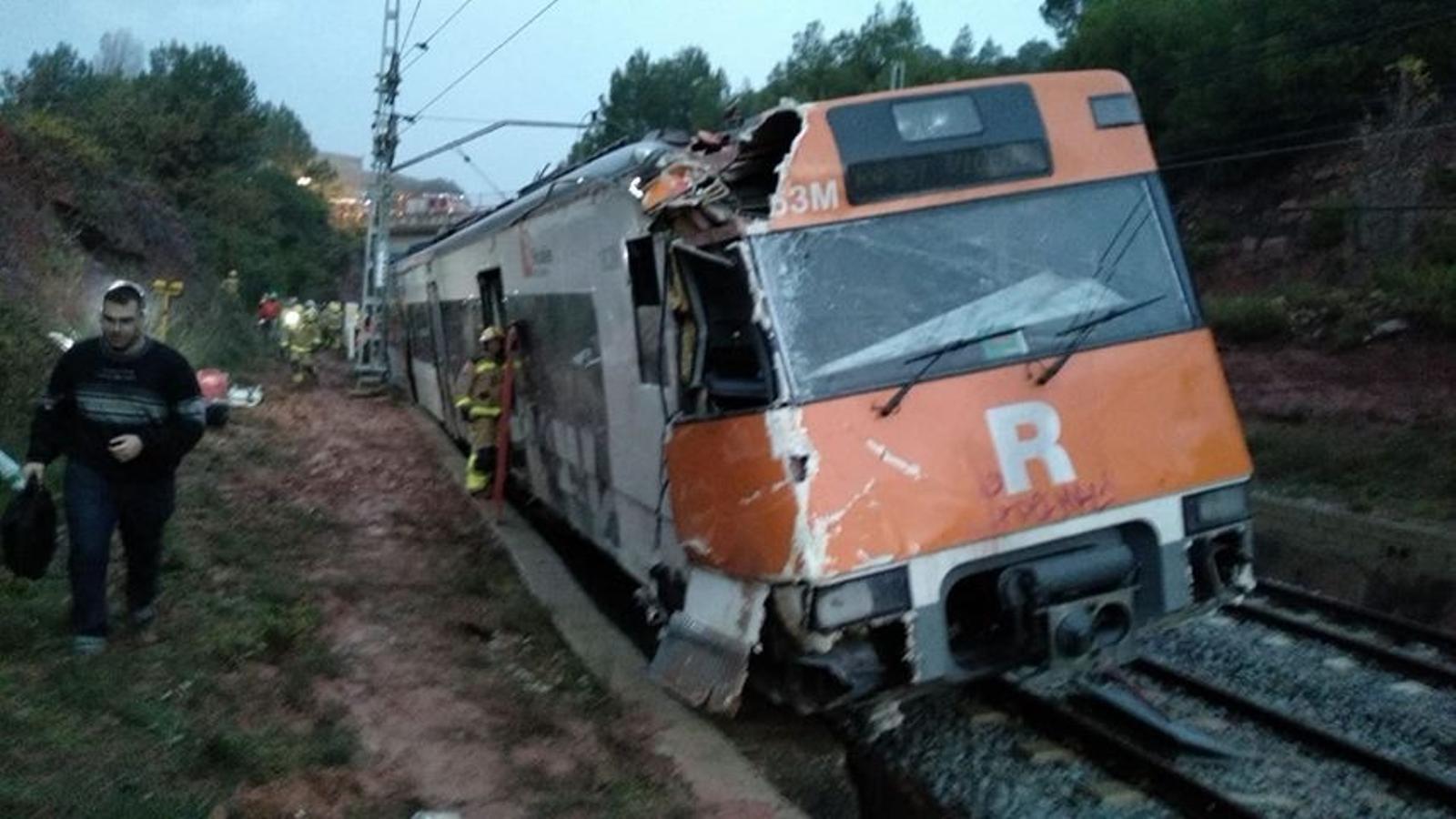 Un mort i sis ferits lleus en el descarrilament d'un tren de Rodalies a Vacarisses