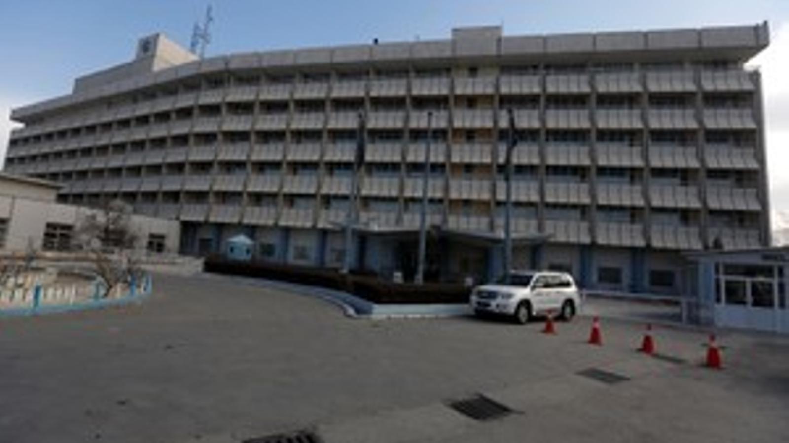 Ataquen un hotel de luxe a Kabul i prenen diversos ostatges