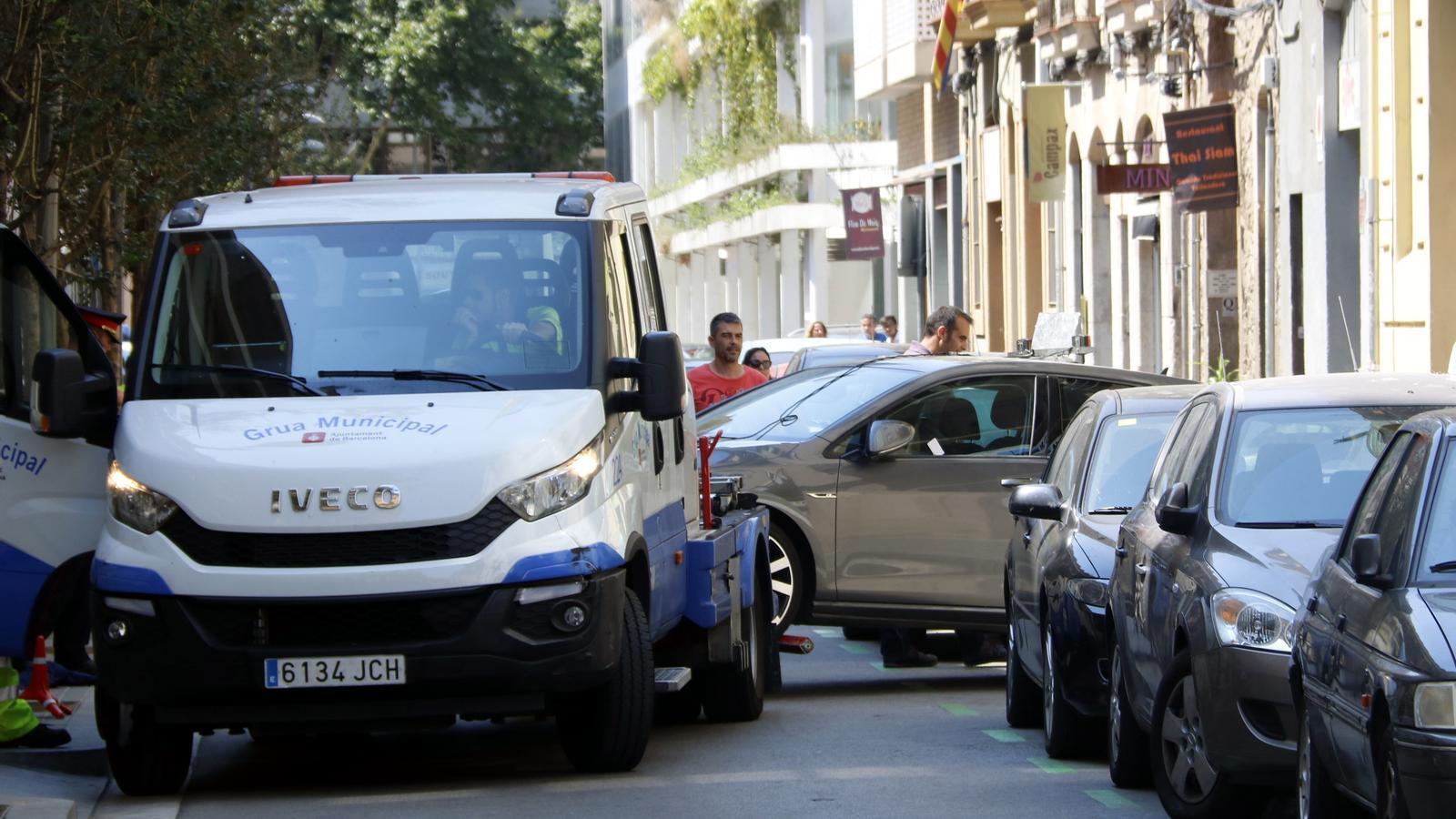 Colau vol apujar l'àrea blava fins a 3,75 euros l'hora i la grua fins a 173 euros