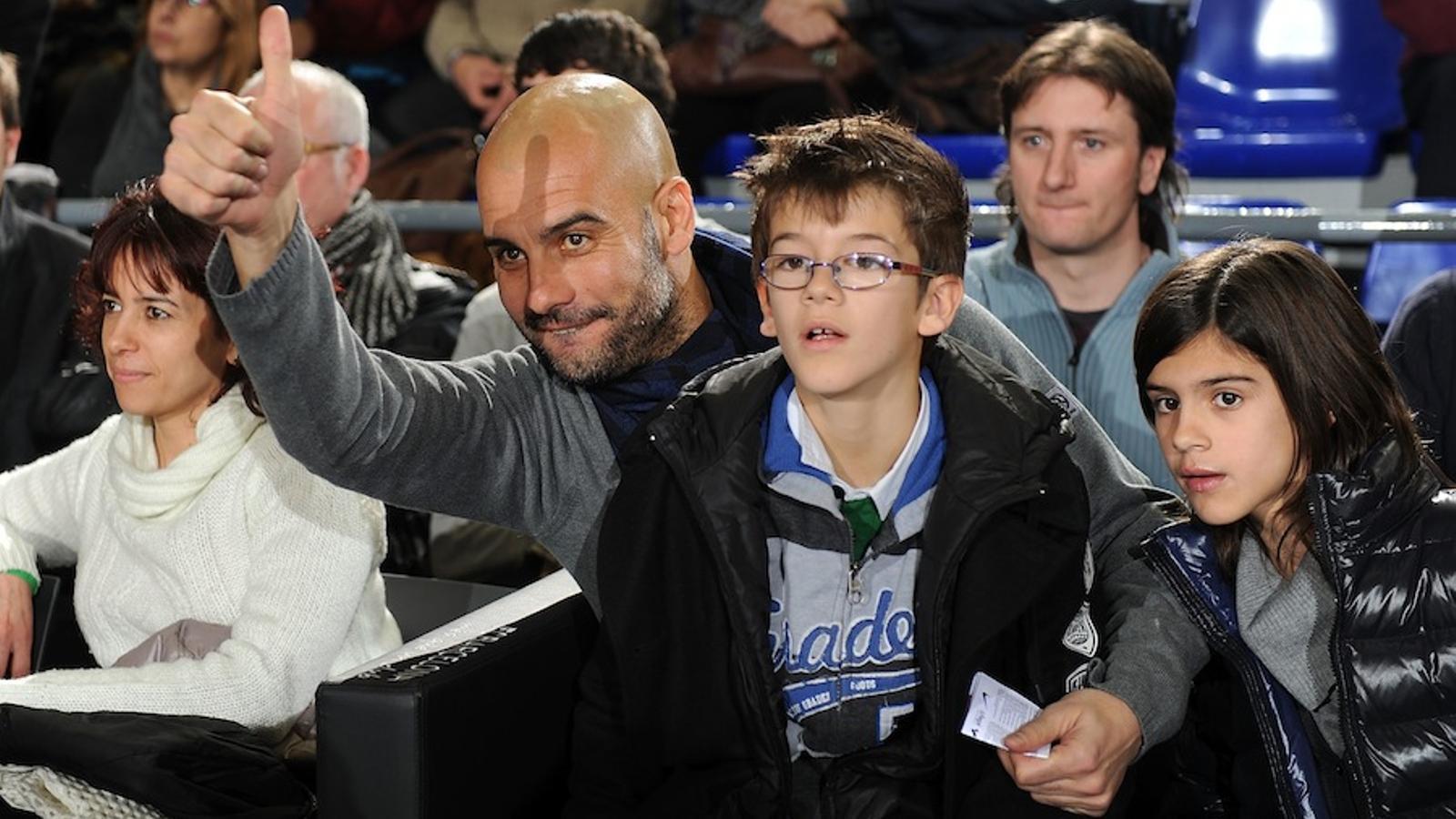 Pep guardiola un aficionat de b squet m s al palau blaugrana for Puerta 0 palau blaugrana