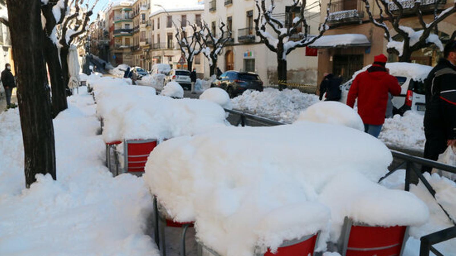 Una imatge de Falset cobert de neu aquest matí