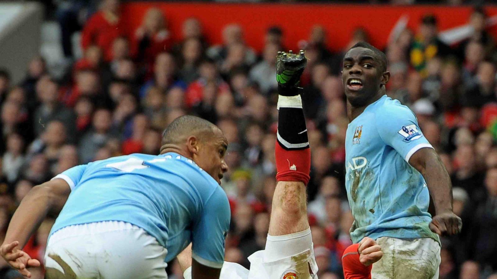 Rooney marca un golàs de xilena contra el City.