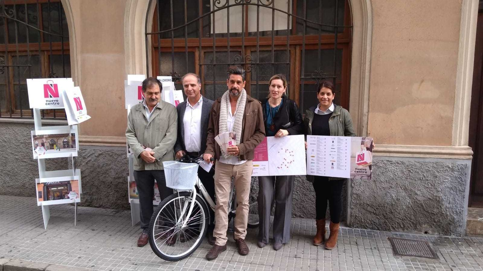 Els responsables de Pimeco, Cambra de Comerç i Nou centre durant la presentació d'aquest dijous.