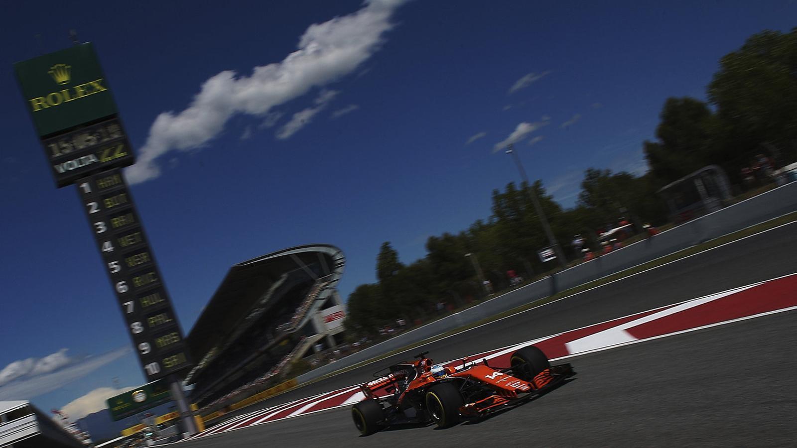 Fernando Alonso, pilot asturià de McLaren, durant la segona sessió d'entrenaments.