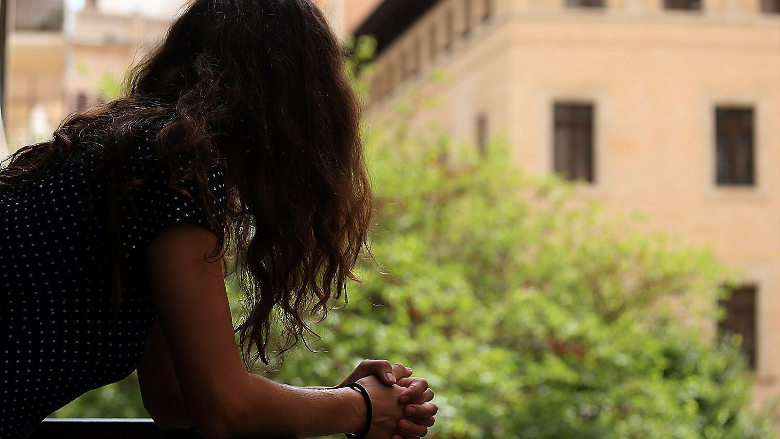 Confinades amb els seus maltractadors: les víctimes, en perill