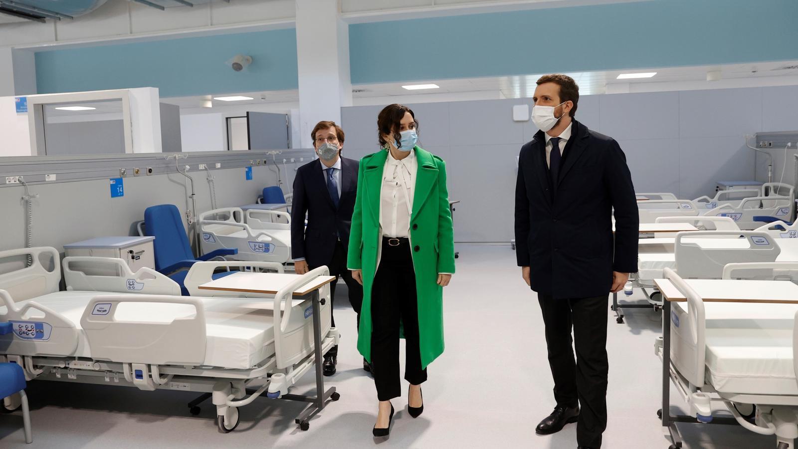 Almeida, Ayuso i Casado inaugurant l'hospital Enfermera Isabel Zendal.