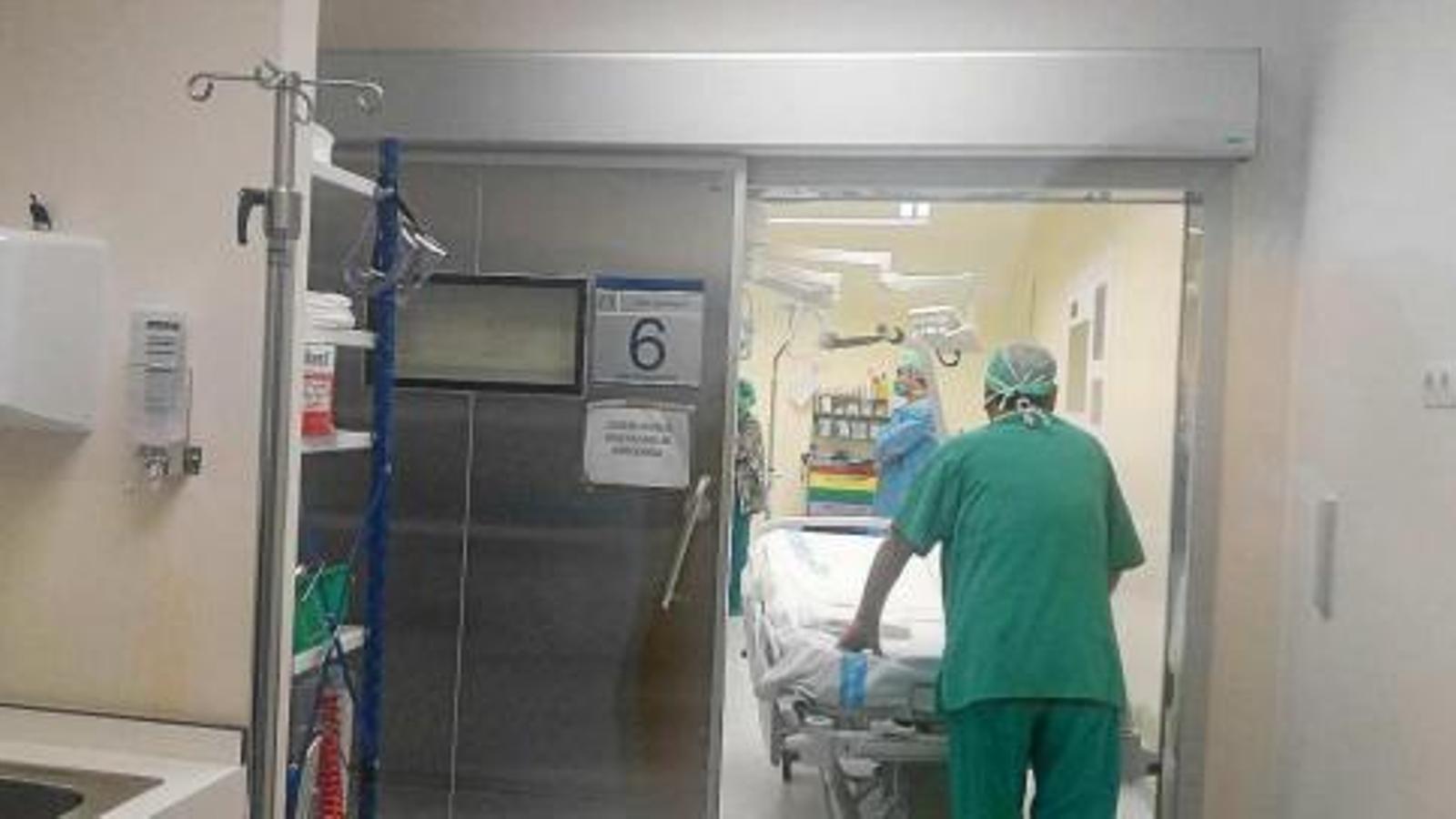 Després del tercer focus de mosques l'hospital ha cancel·lat 139 intervencions quirúrgiques.