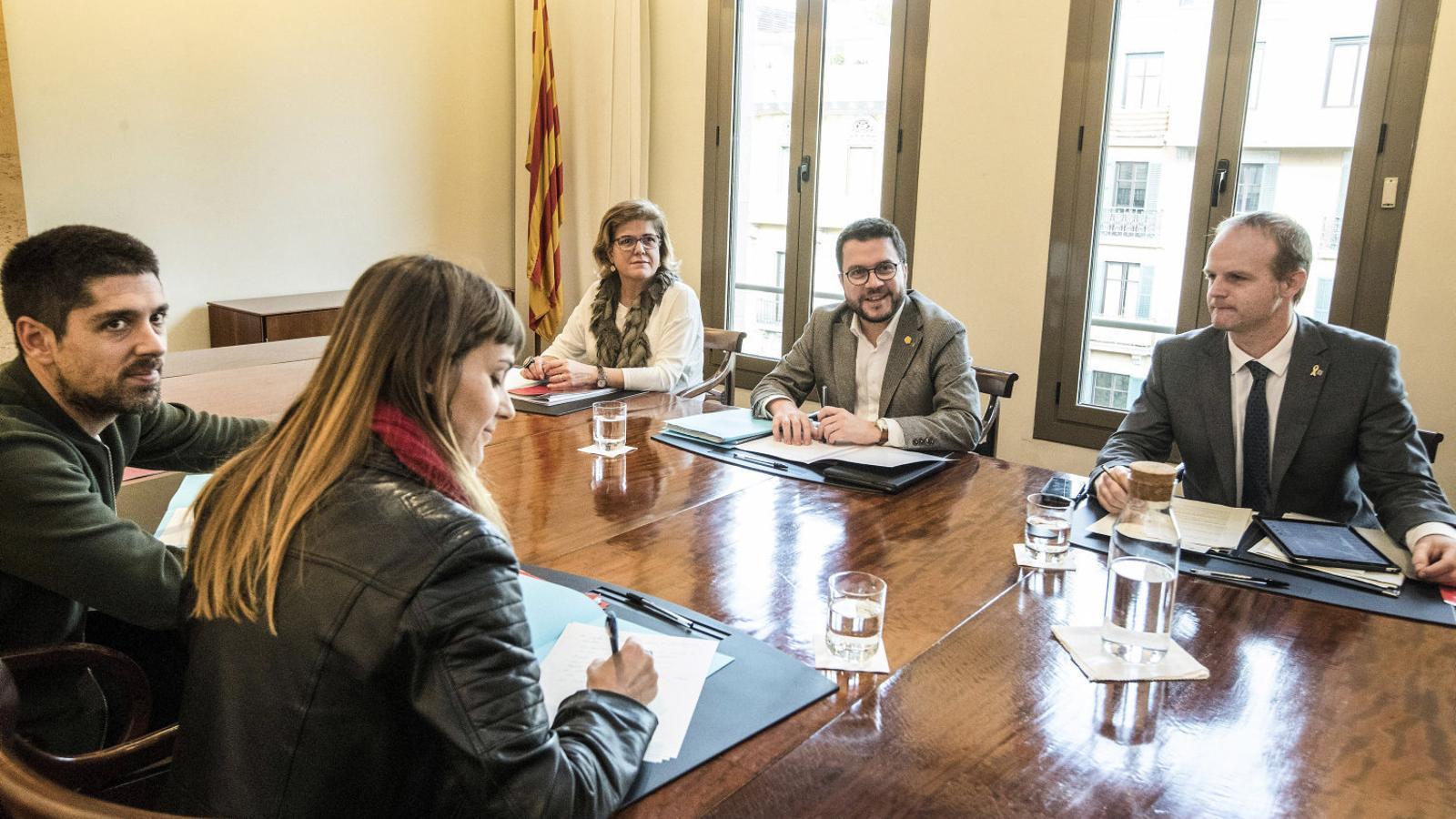 Govern i comuns acosten posicions amb els pressupostos i ja negocien les reformes fiscals