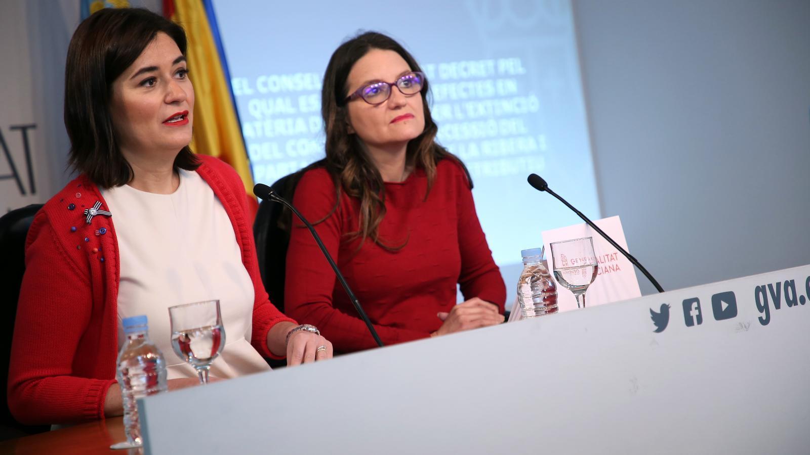 La portaveu del govern valencià, Mónica Oltra, i la consellera de Sanitat Universal, Carmen Montón, durant la conferència de premsa posterior al ple del Consell.
