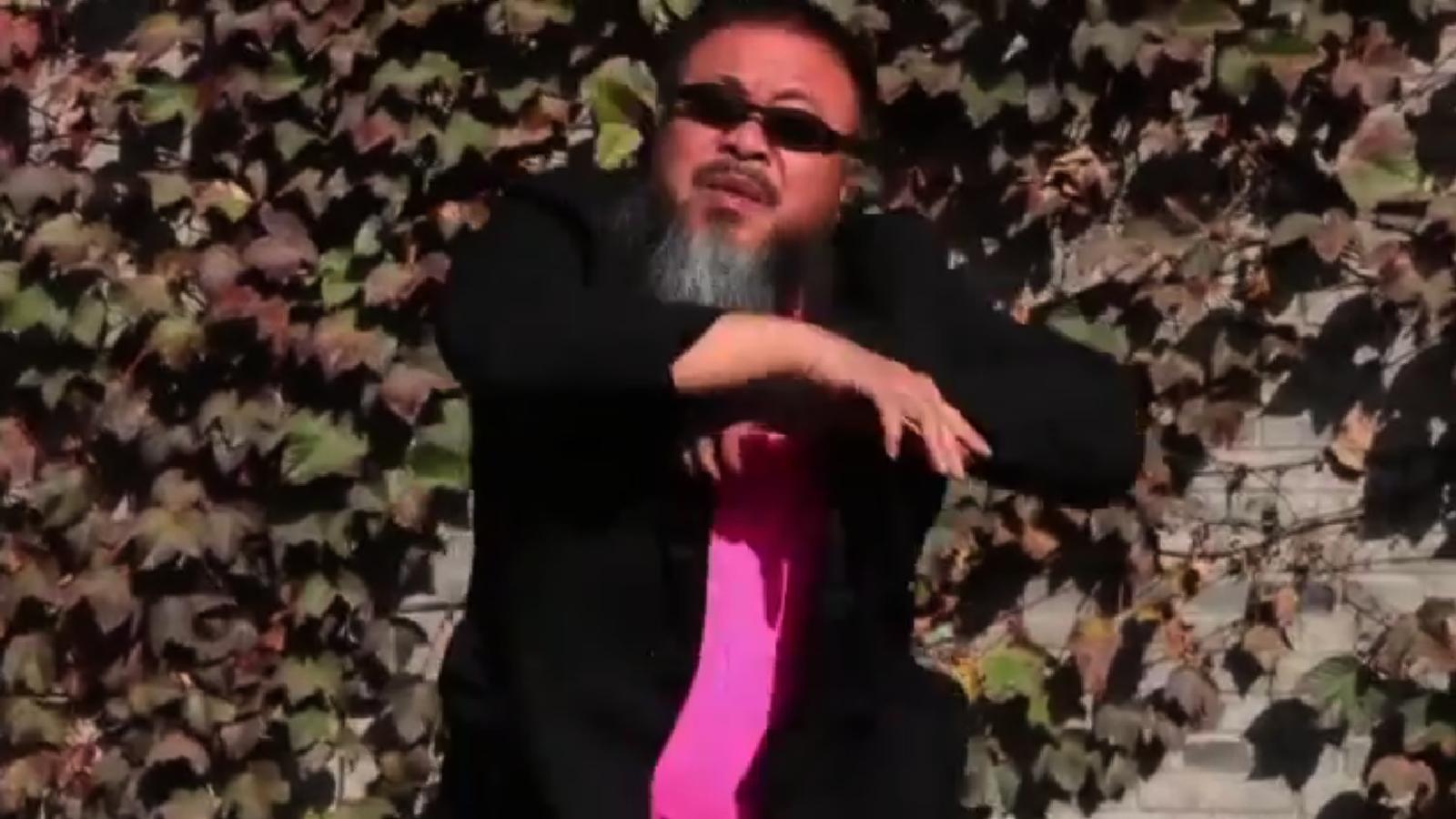 Ai Weiwei parodia el 'Gangnam style'