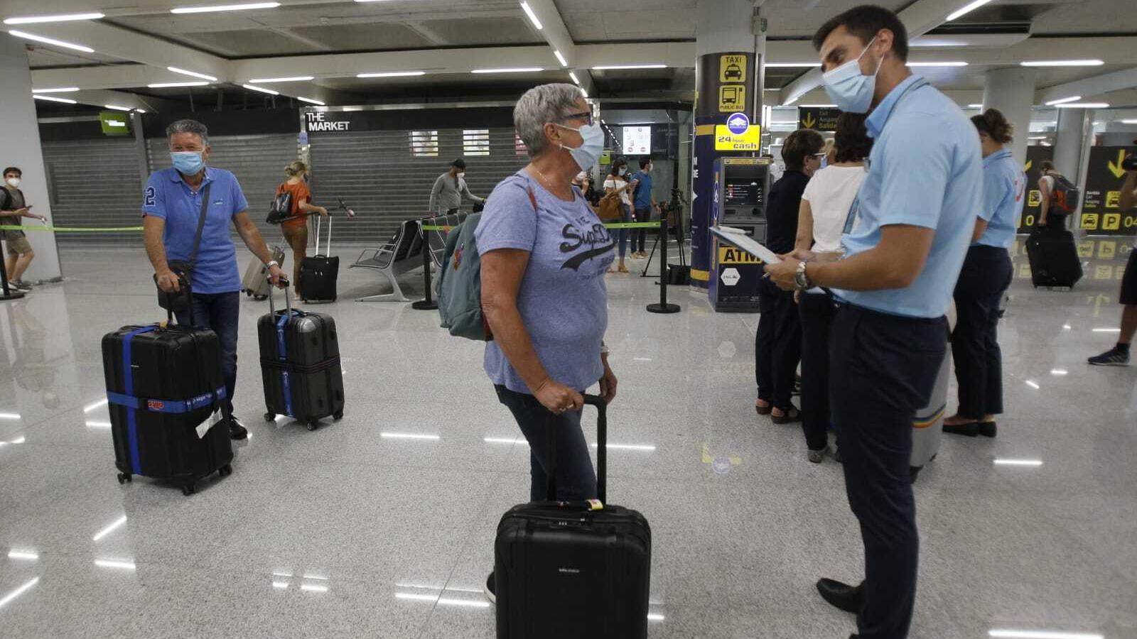 Gairebé 200 passatgers han aterrat a Son Sant Joan aquest dilluns