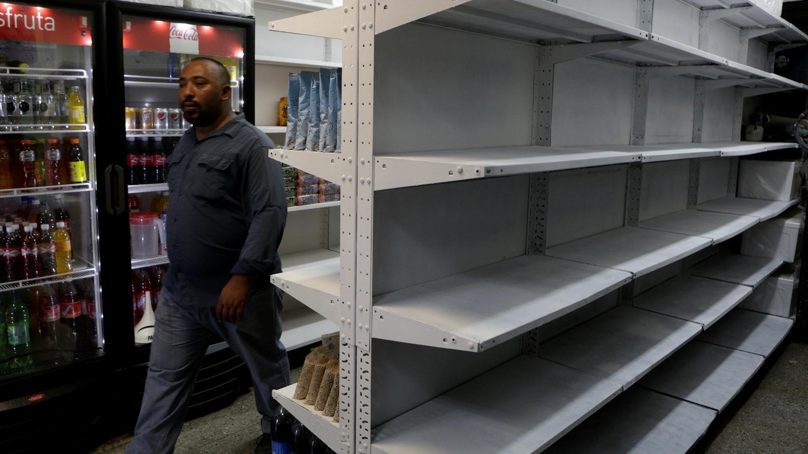Manca de productes a un supermercat veneçolà
