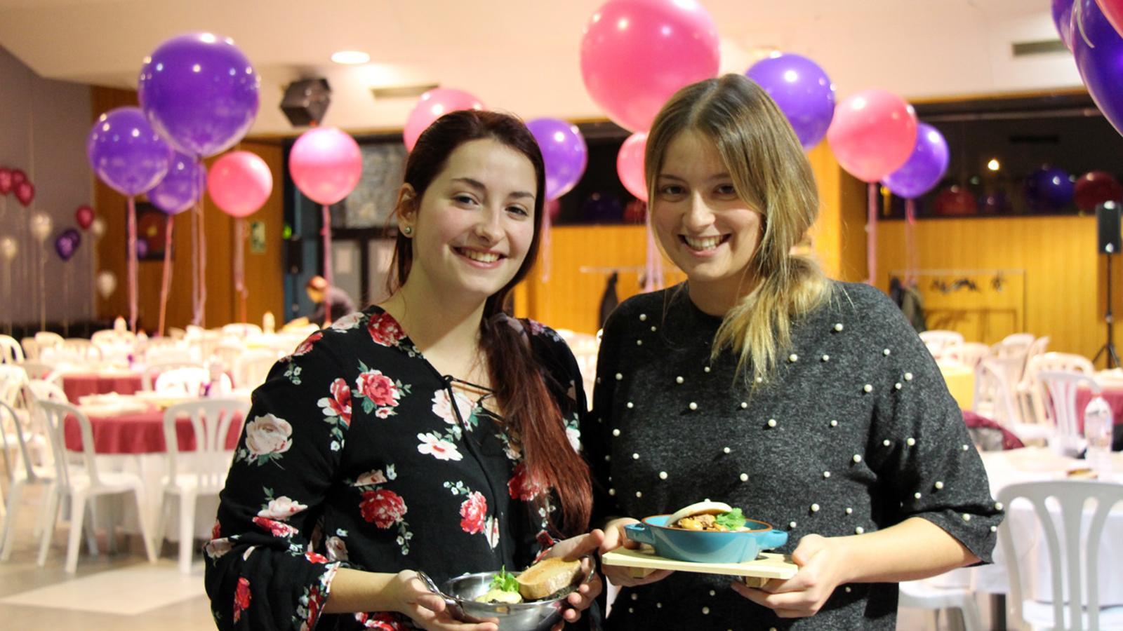 Dues de les participants al concurs de la 26a Festa culinària d'Encamp. / T. N. (ANA)