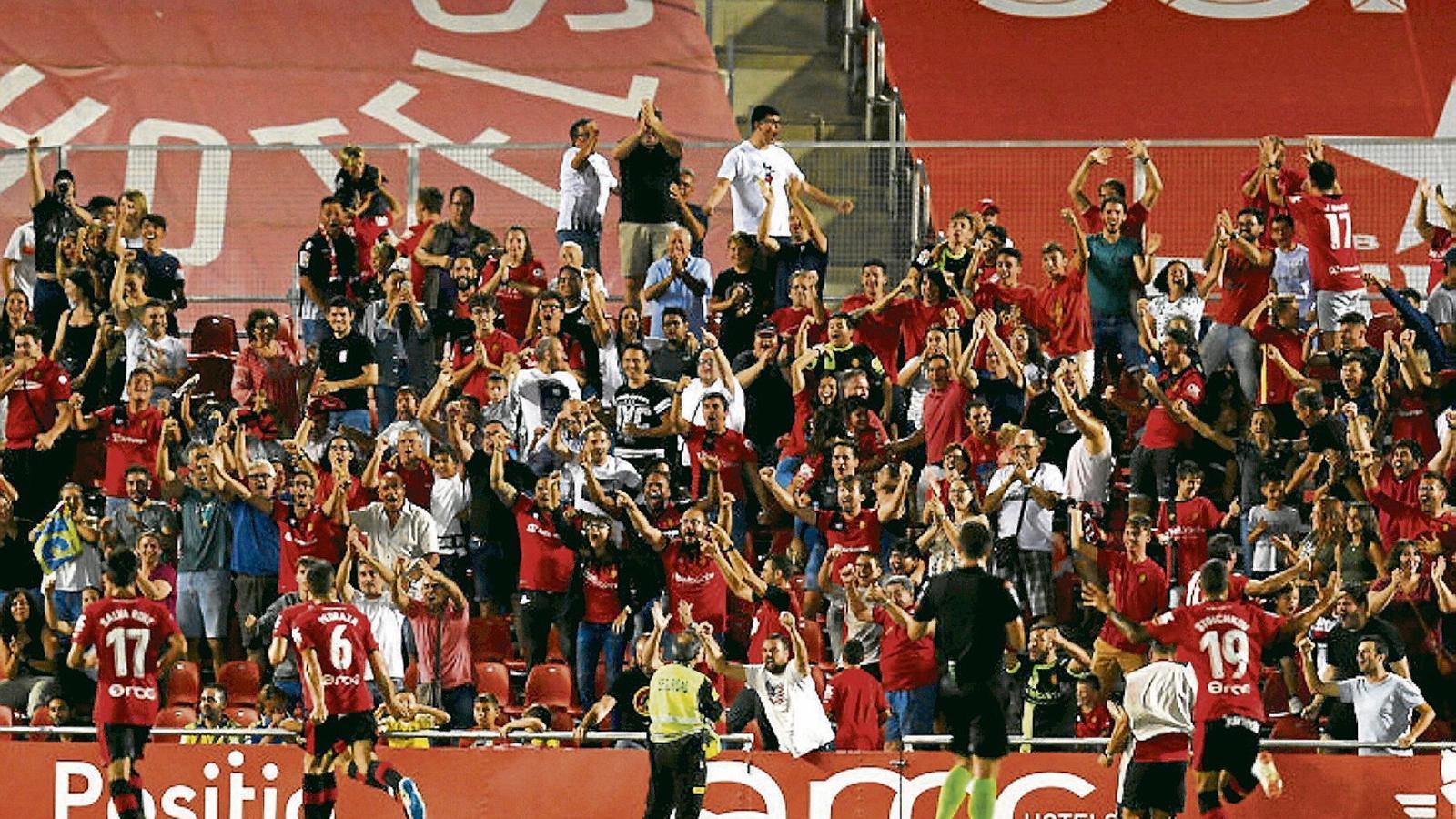 9.000 espectadors varen presenciar la victòria que deixa el Mallorca en una posició de privilegi.