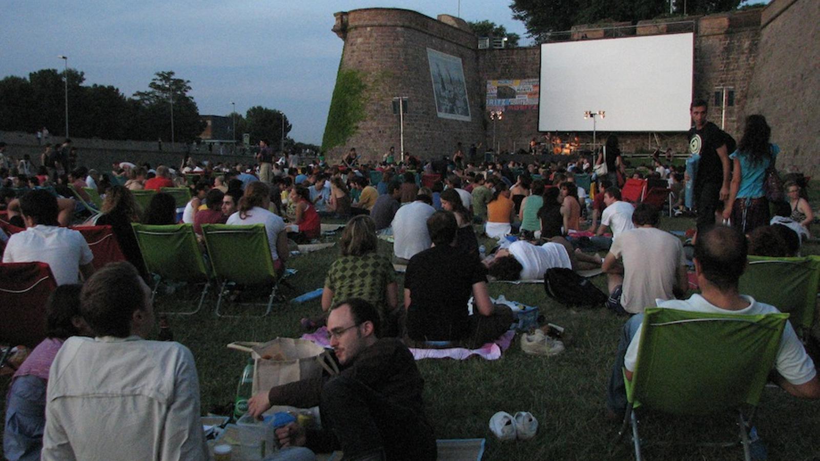 El cinema a la fresca d na el tret de sortida a la novena for Cinema fresca montjuic