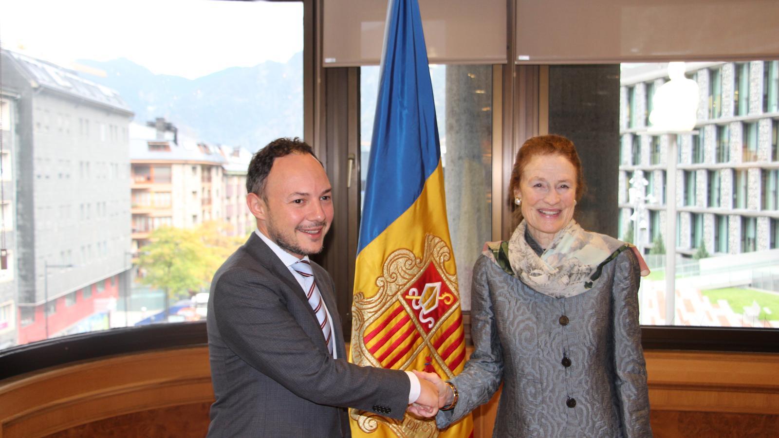 Salutació entre el cap de Govern, Xavier Espot, i la directora executiva d'UNICEF, Henrietta H. Fore. / A.S.