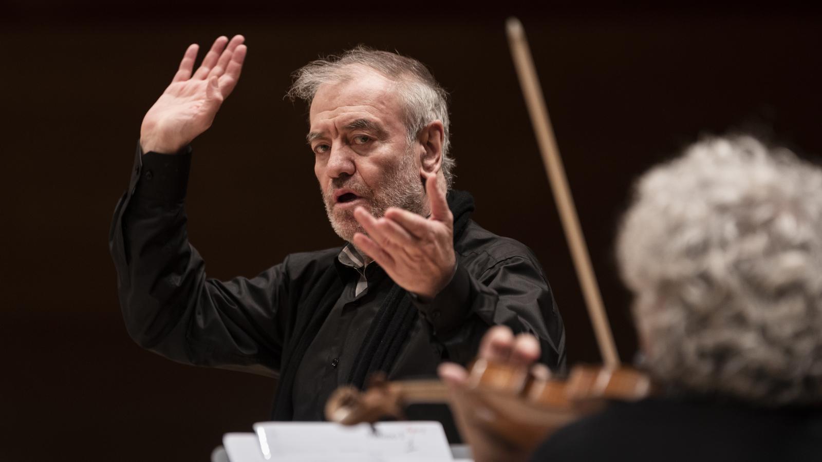 Valery Gergiev dirigint l'Orquestra del Mariinski a L'Auditori.