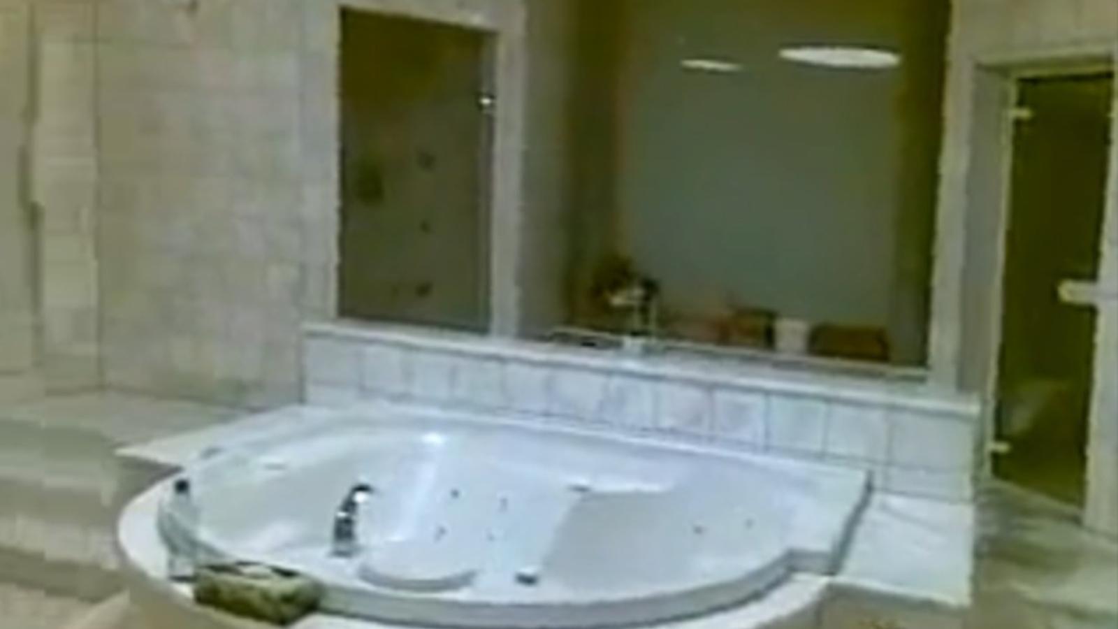 El bany sumptuós d'Aisha Gaddafi, segons la xarxa