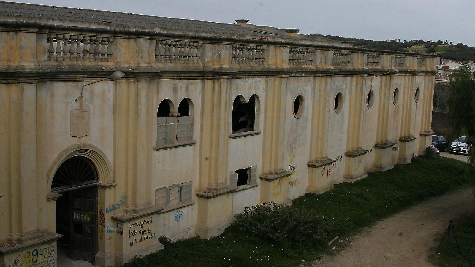 El Sindicat és BIC des de 2001 i la propietat està obligada a conservar-lo o, si no, el Consell el pot expropiar.  L'edifici del Sindicat té uns 6.000 metres quadrats construïts.