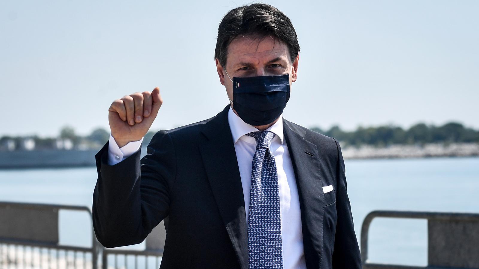 El primer ministre italià, Giuseppe Conte, amb mascareta pel covid-19.