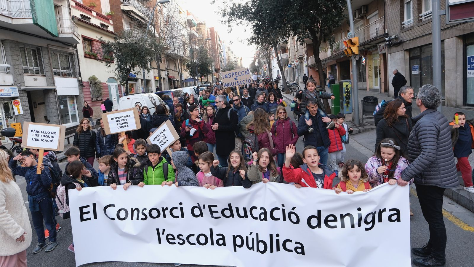 Una escola pública de Barcelona es revolta perquè el Consorci li prohibeix fer la sisena hora
